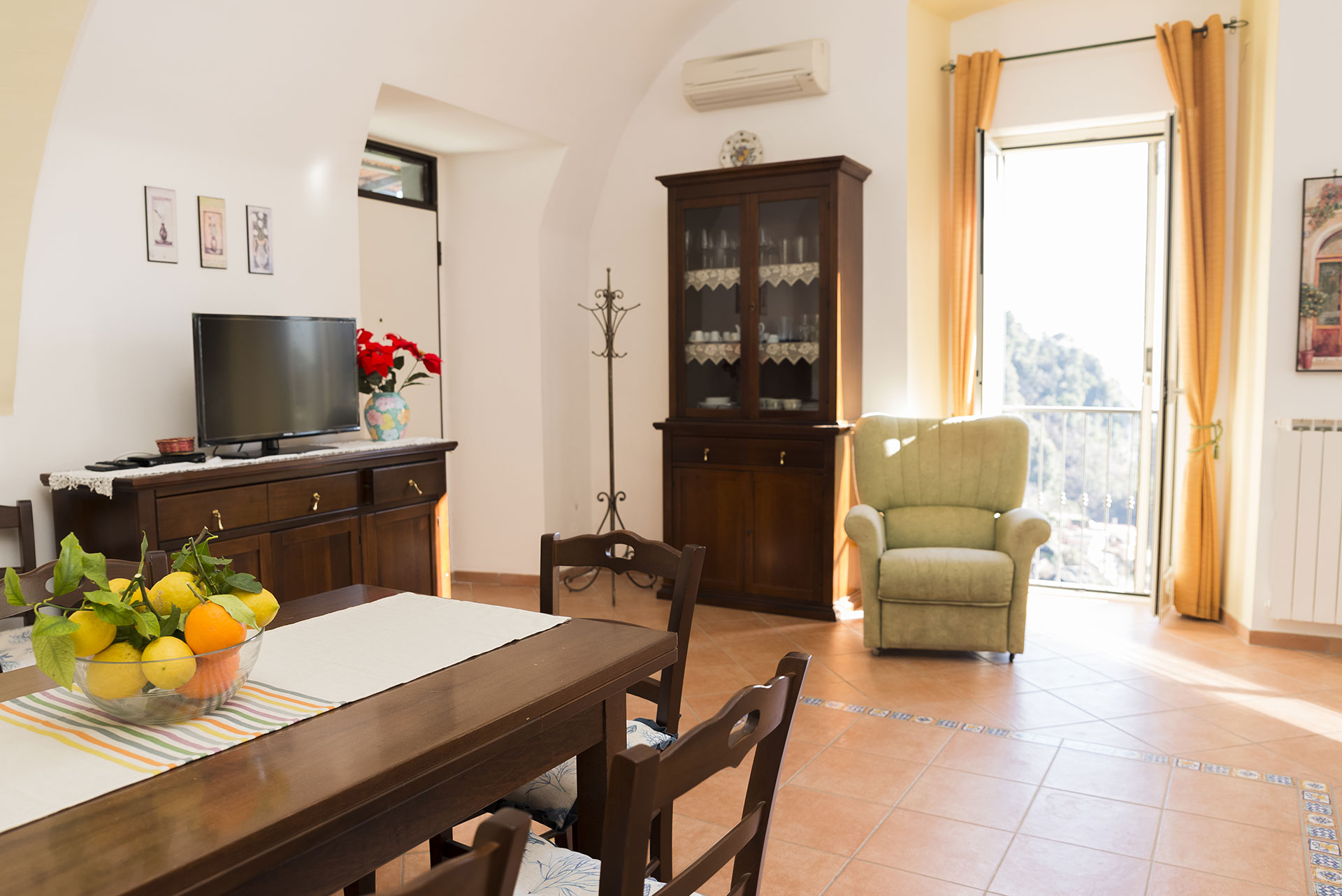 Appartamento ferriere con vista panoramica case vacanze for Soggiorno costiera amalfitana